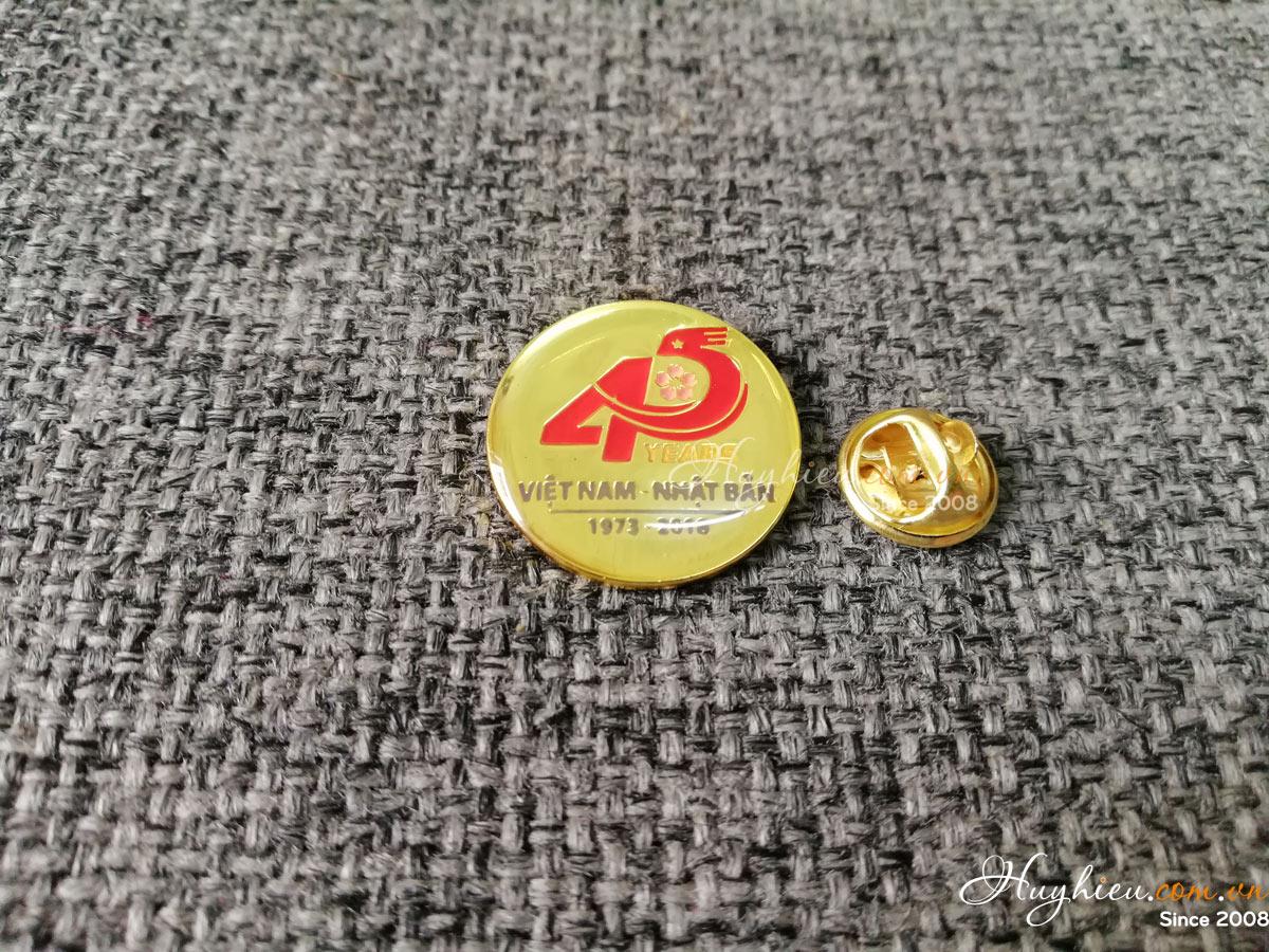 Huy hiệu đồng tròn 51
