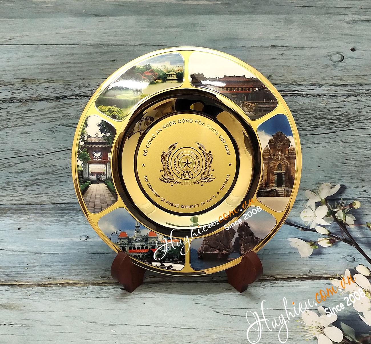Biểu trưng đĩa đồng 18